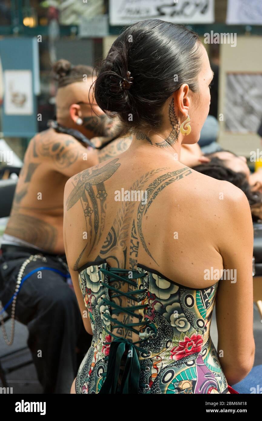 Tattoos und frauen kurven mit Beintattoos bei