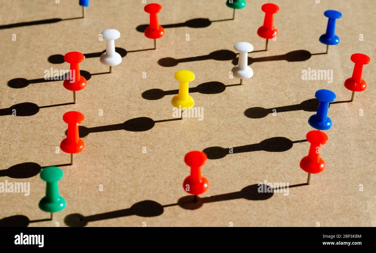Konzept in Bezug auf Netzwerk soziale Kommunikation oder Ethnizität und kulturelle Fragen .Isolation und Distanzierung während covid-19 . Teamarbeit und Zusammenarbeit Stockfoto