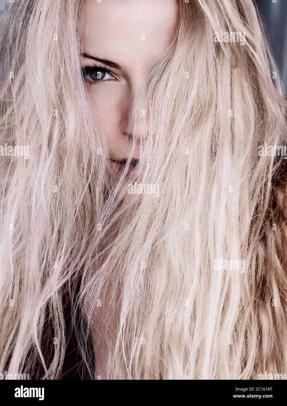 Amateur Blondine Sahnetorte