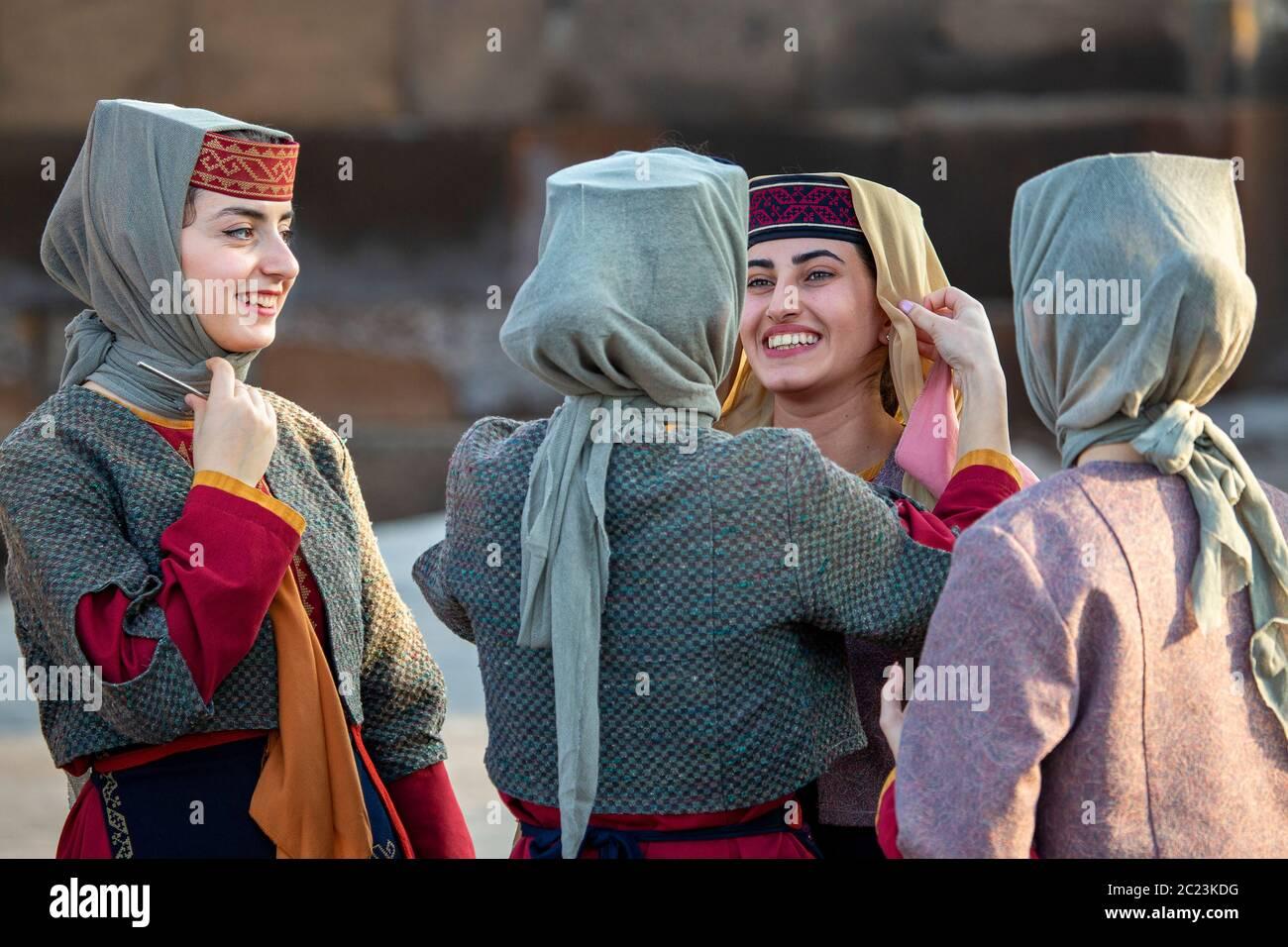 Armenische Nationaltracht Stockfotos Und Bilder Kaufen Alamy