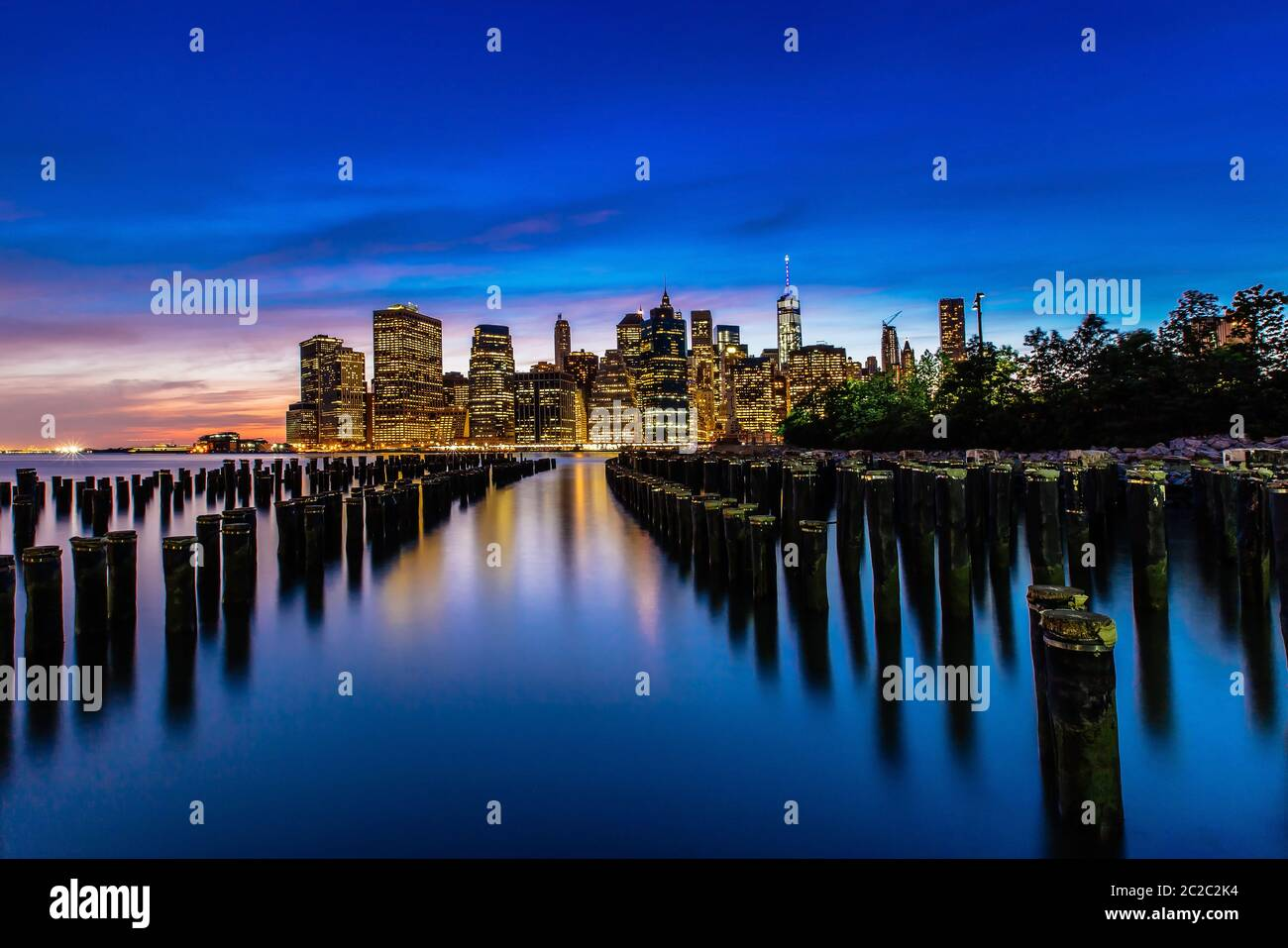 Sonnenuntergang auf Lower Manhattan Skyline, New York, United States Stockfoto