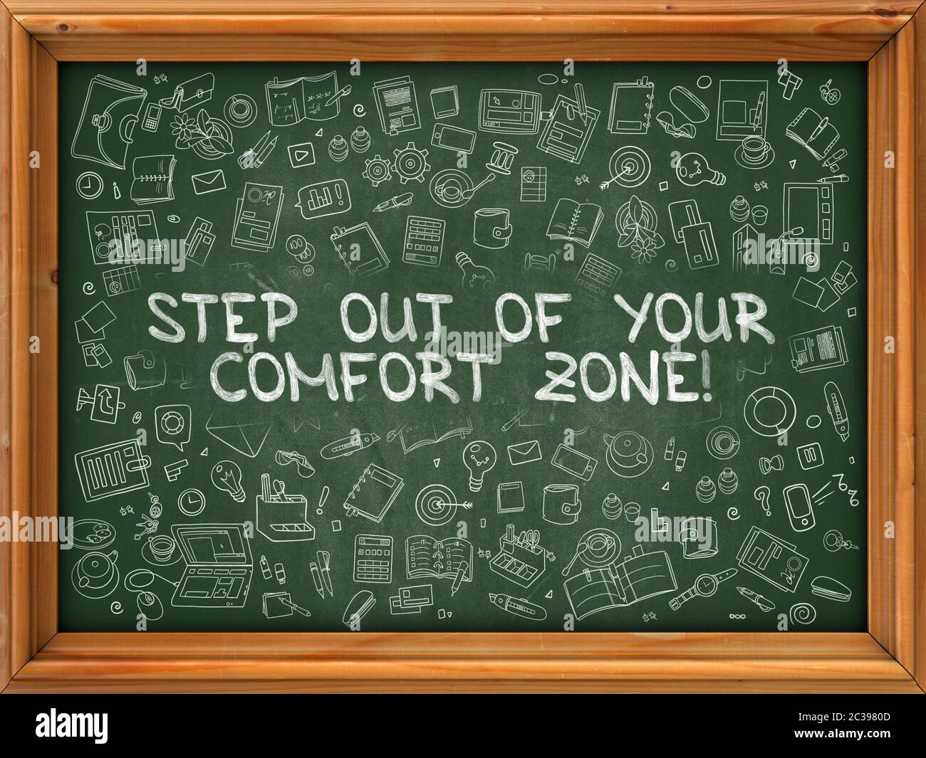 Treten Sie aus Ihrer Comfort Zone - Hand gezeichnet auf Kreidetafel. Verlassen Sie Ihre Komfortzone mit Doodle Icons. Stockfoto