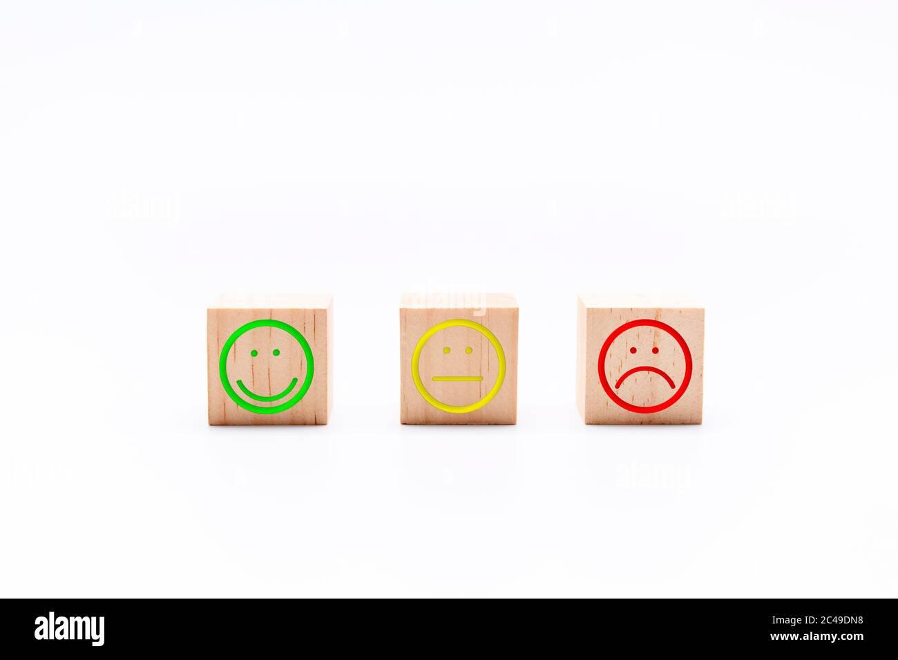 Bewertung Zufriedenheit Feedback in Form von Emotionen gut normal schlecht. Customer Experience Konzept Stockfoto