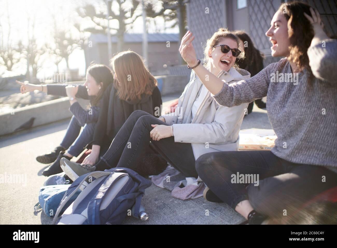 Freunde am Genfersee in Lausanne, Schweiz, Europa. Stockfoto
