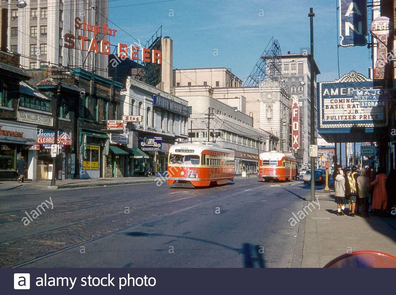 Grand Avenue in St. Louis, Missouri am hellen sonnigen Neujahrstag. 1960 Stockfoto