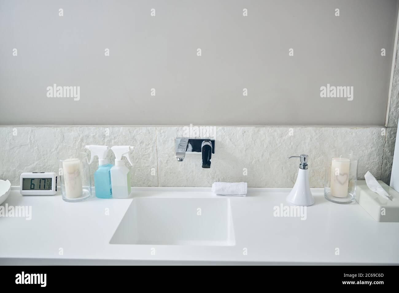 Badezimmer Uhr Stockfotos und -bilder Kaufen - Alamy