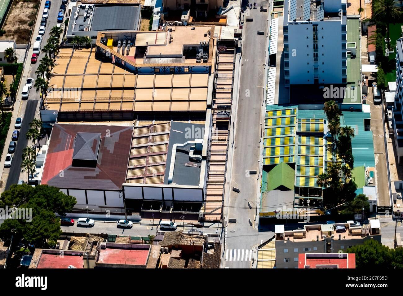 Luftbild, geschlossene große Disco Beer King, Bamboleo, Ham Street, Beer Street, Strand von Arenal mit Balneario 5, Balneario 6, Balneario 5, S'arenal, sind Stockfoto
