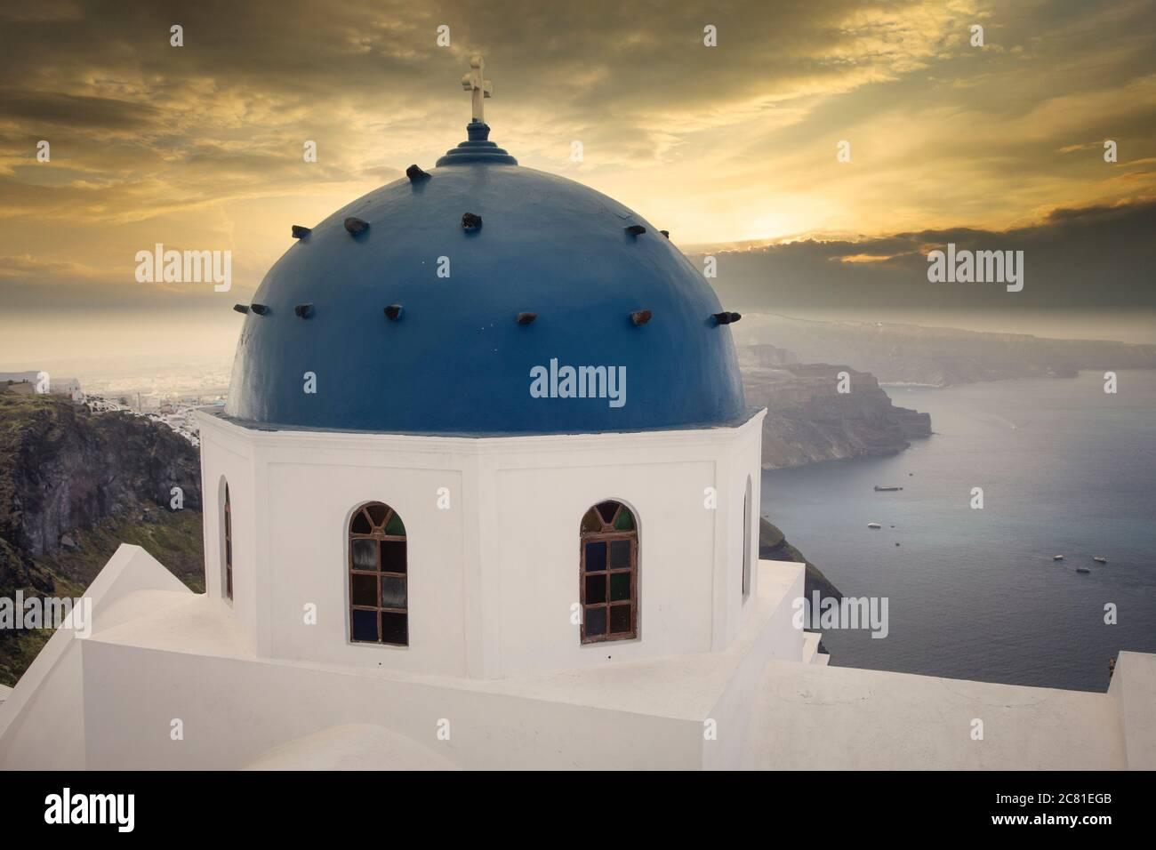 Imerovigli auf Klippen der Caldera von Santorin, Griechenland. Stockfoto