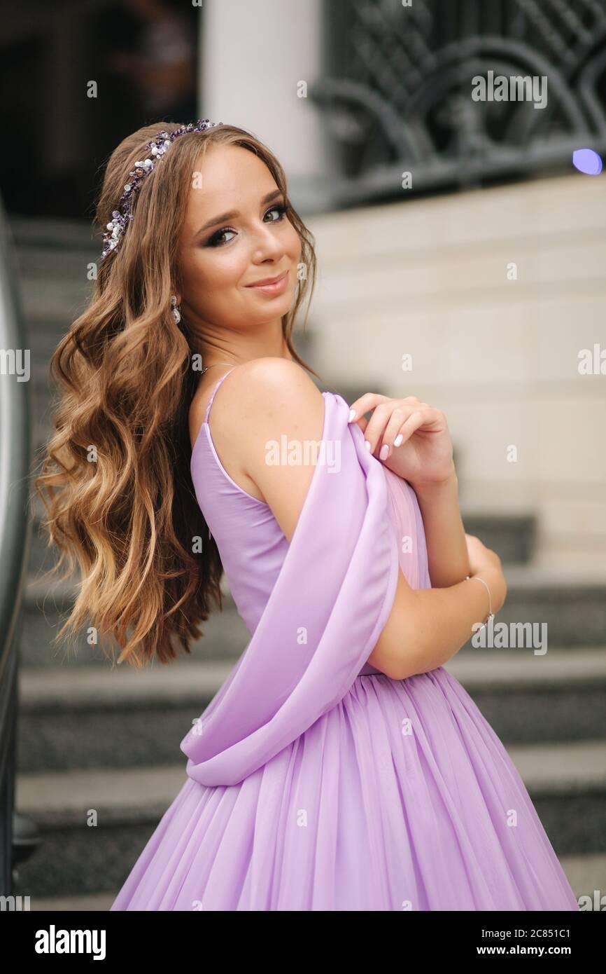 Lila Abendkleid Stockfotos Und Bilder Kaufen Alamy
