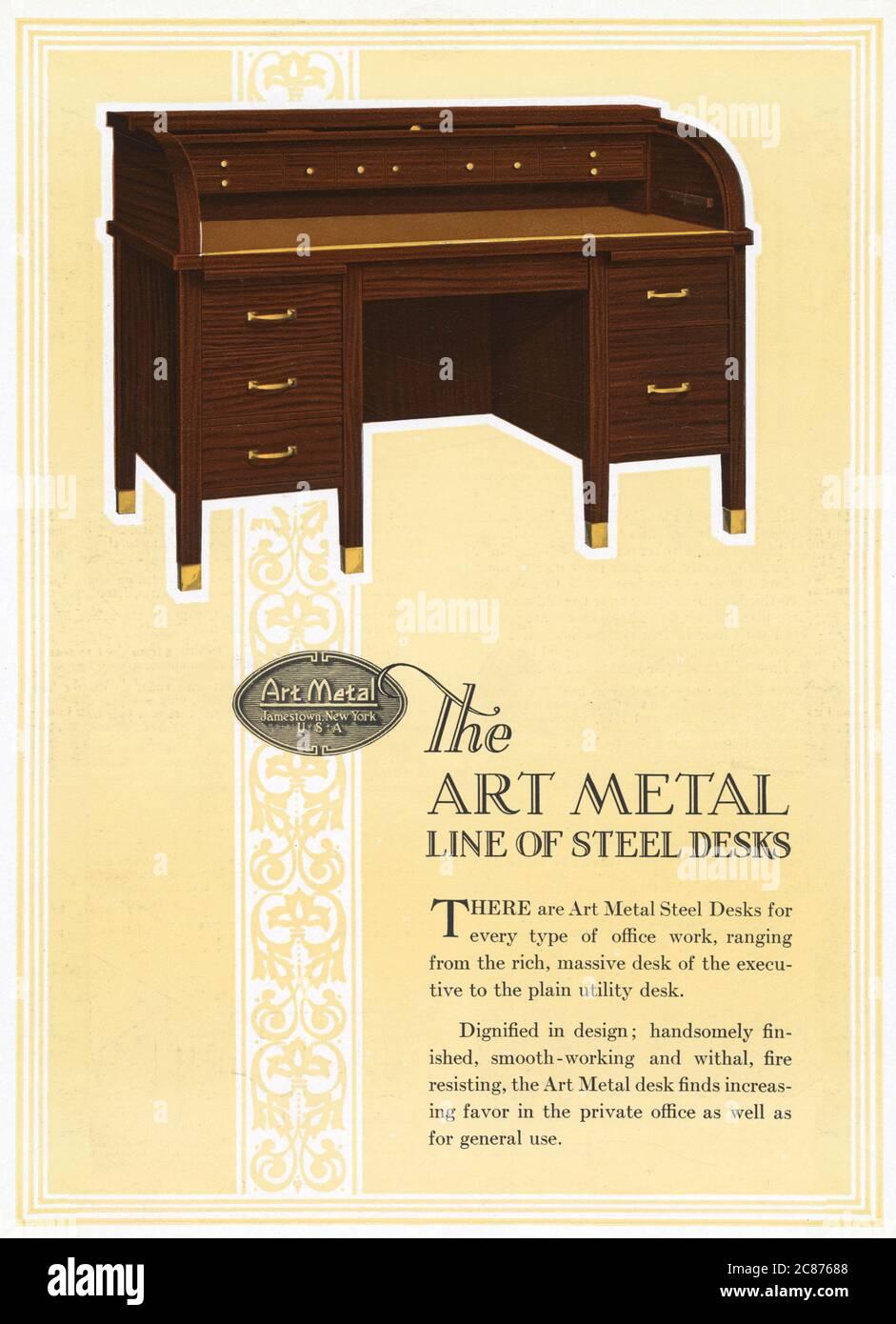Art Metal Steel Office Equipment, Jamestown, New York, USA - die Art Metal Line of Steel Desks, hier mit Mahagoni-Finish. Angefangen vom reichhaltigen, massiven Schreibtisch der Exekutive bis hin zum einfachen Schreibtisch für Hauswirtschaftsbereich. Datum: 1926 Stockfoto