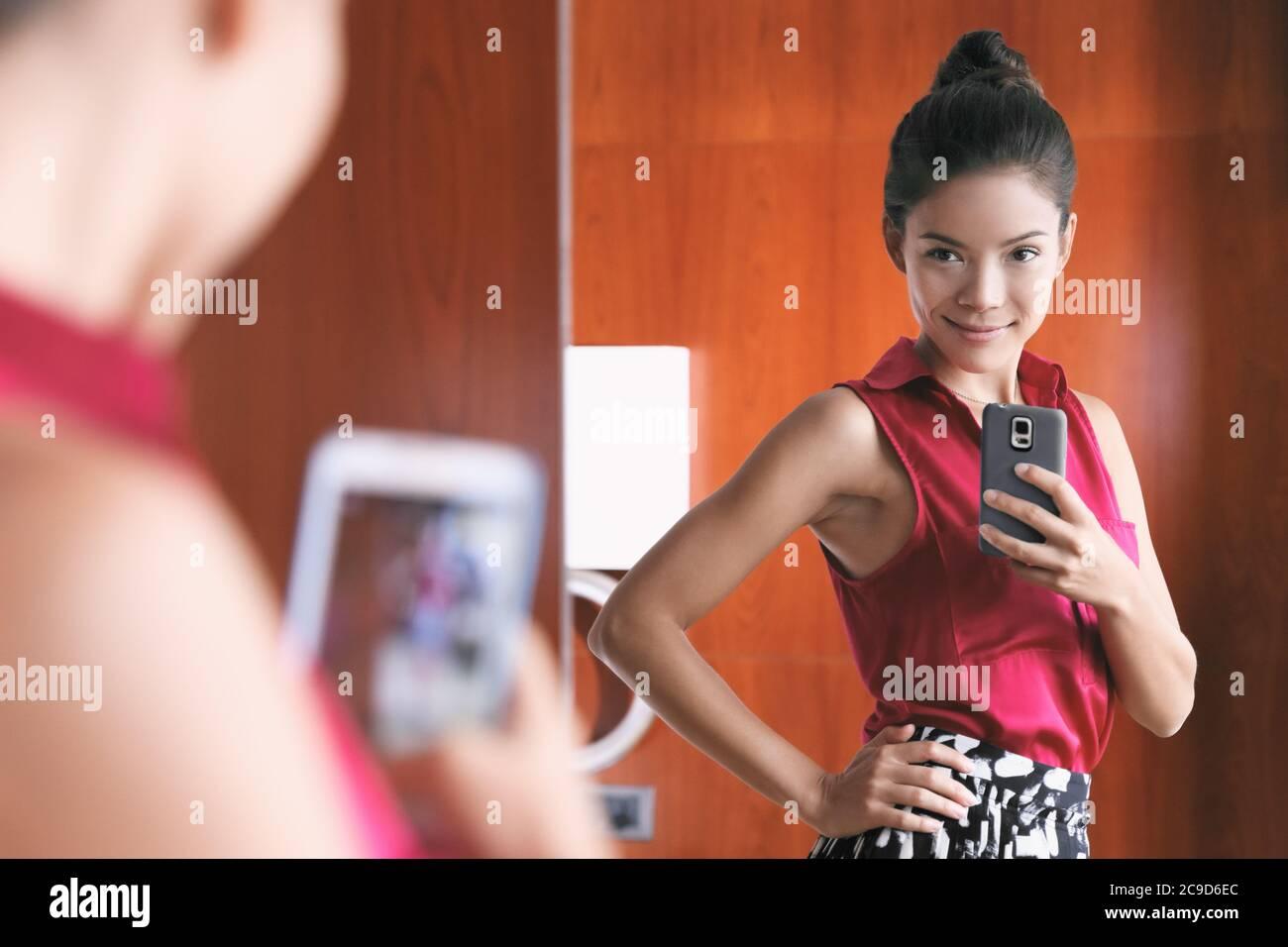 flache brust teen selfie spiegel