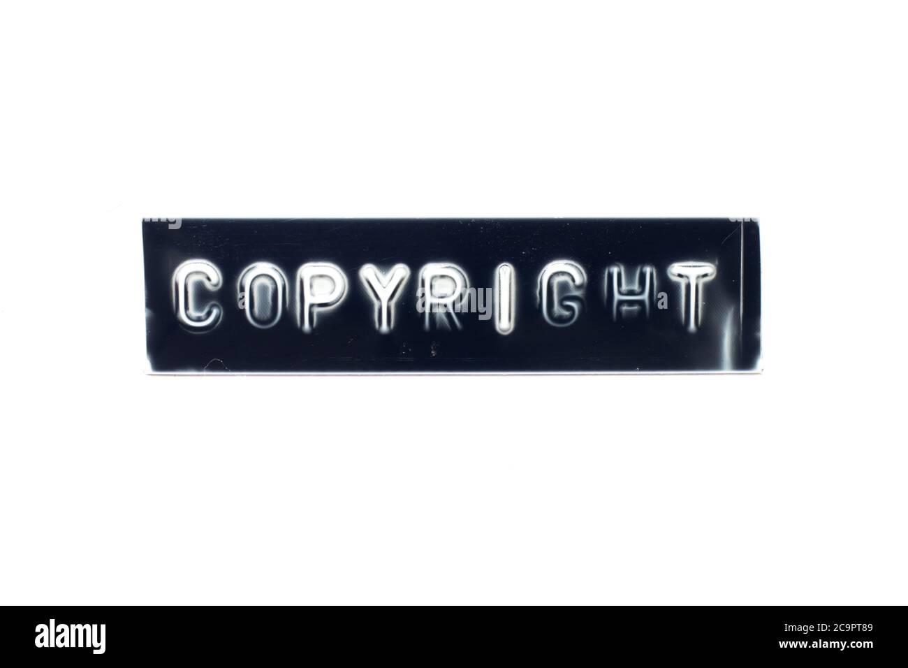 Geprägter Buchstabe im Wort Copyright auf schwarzem Banner mit weißem Hintergrund Stockfoto