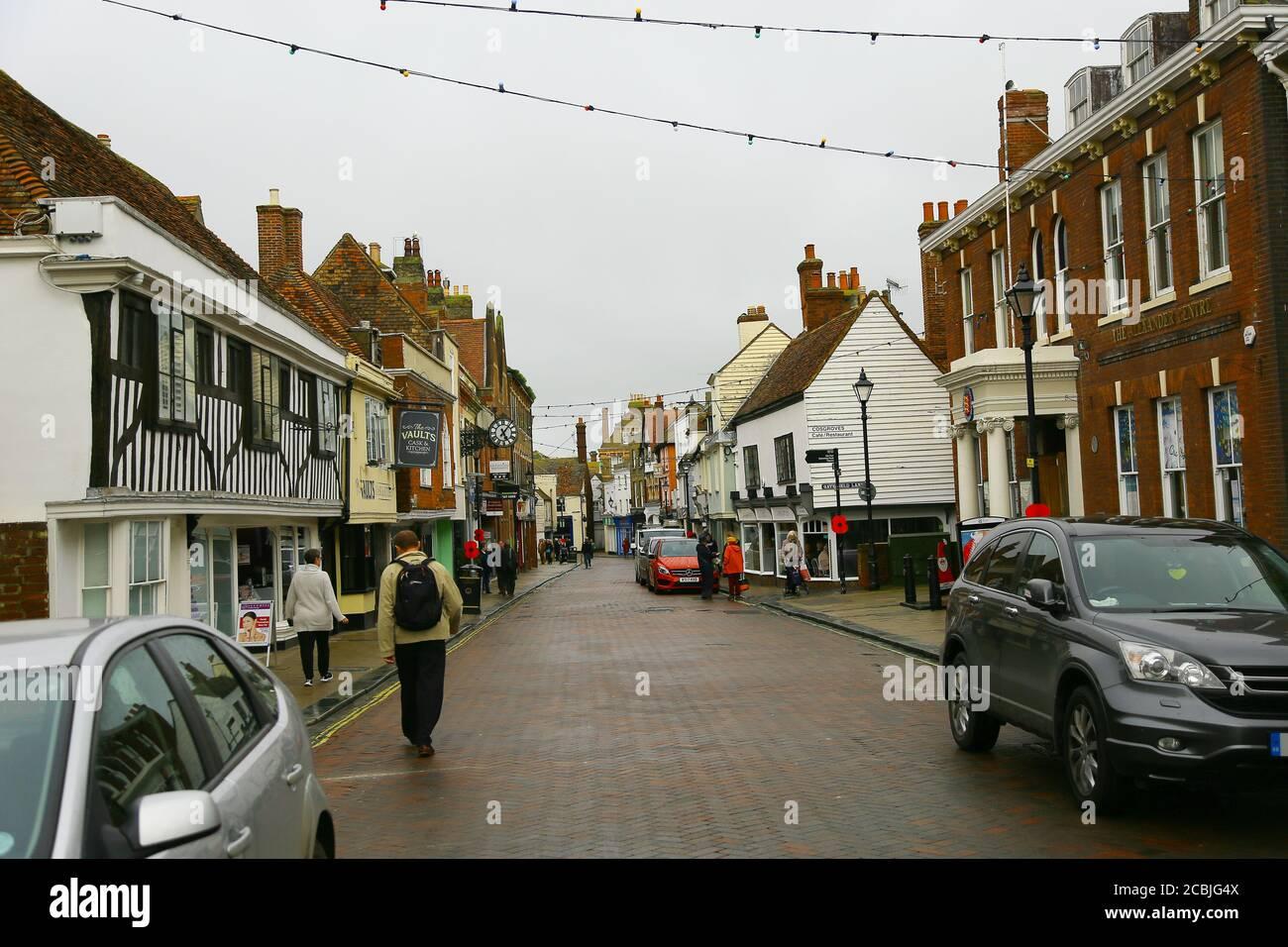 Faversham in Kent, typisch britische High Street. Stockfoto