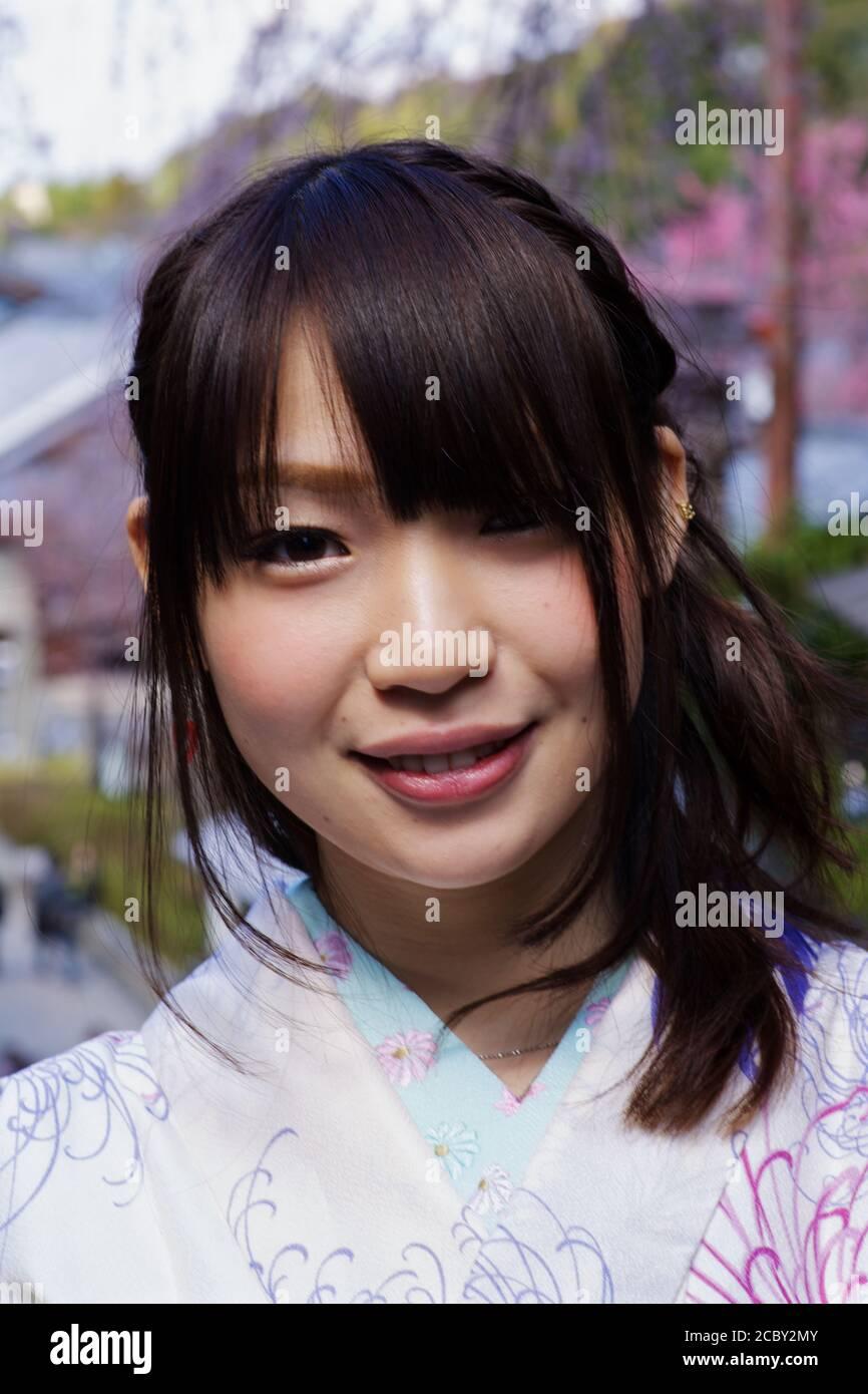 Nettes kleines japanisches Mädchen