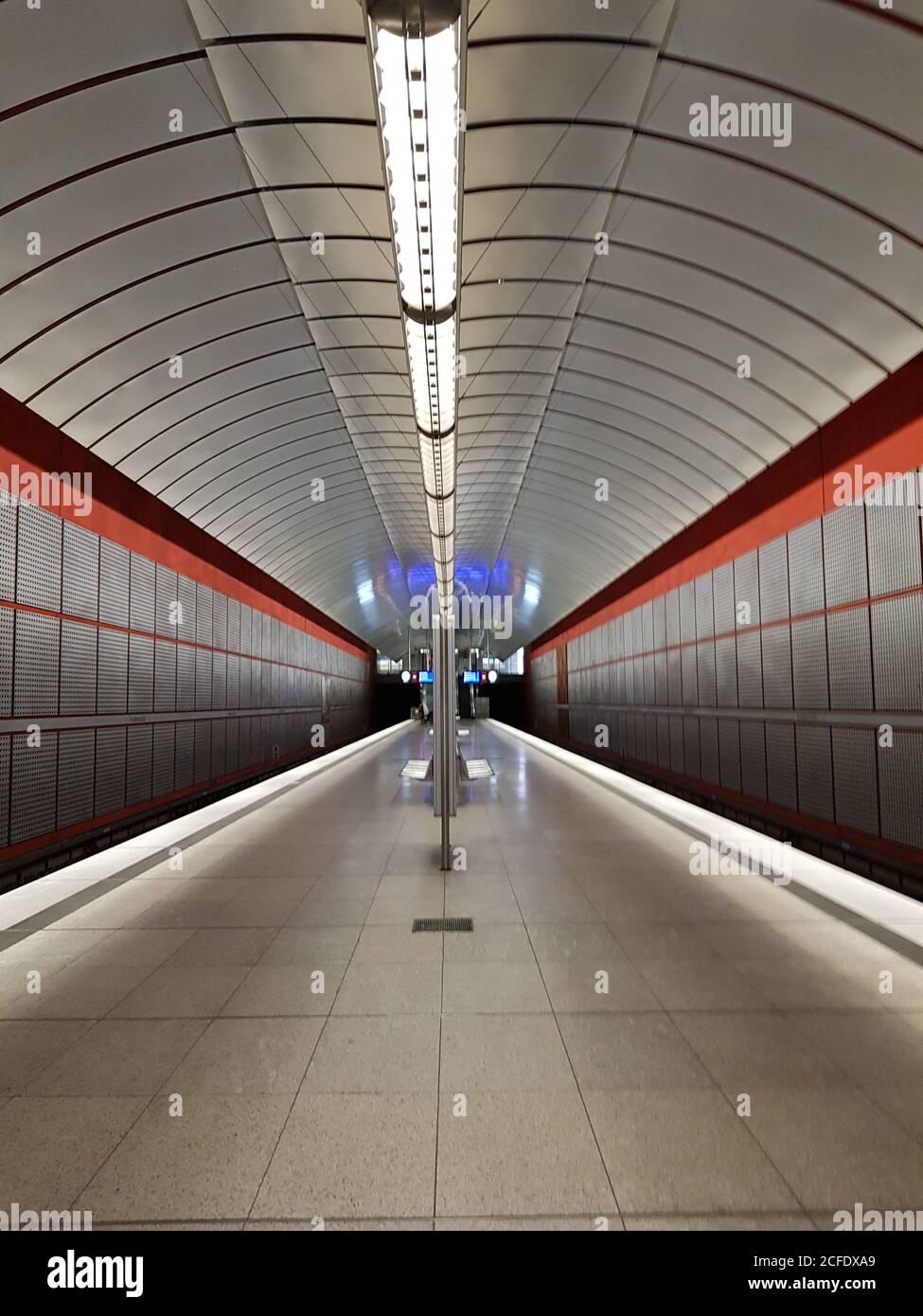 München, U-Bahn-Station Kreillerstrasse, ohne Züge Stockfoto