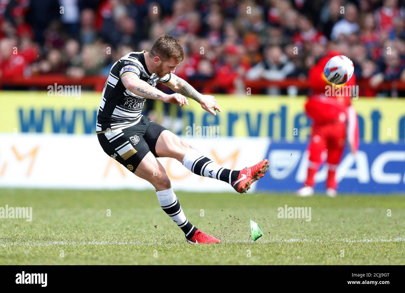 Rugby League - Super League - Hull Kingston Rovers vs Hull FC - KCOM Craven Park, Hull, Britain - March 30, 2018 Marc Sneyd von Hull FC konvertiert ihren ersten Versuch Action Images/Ed Sykes Stockfoto