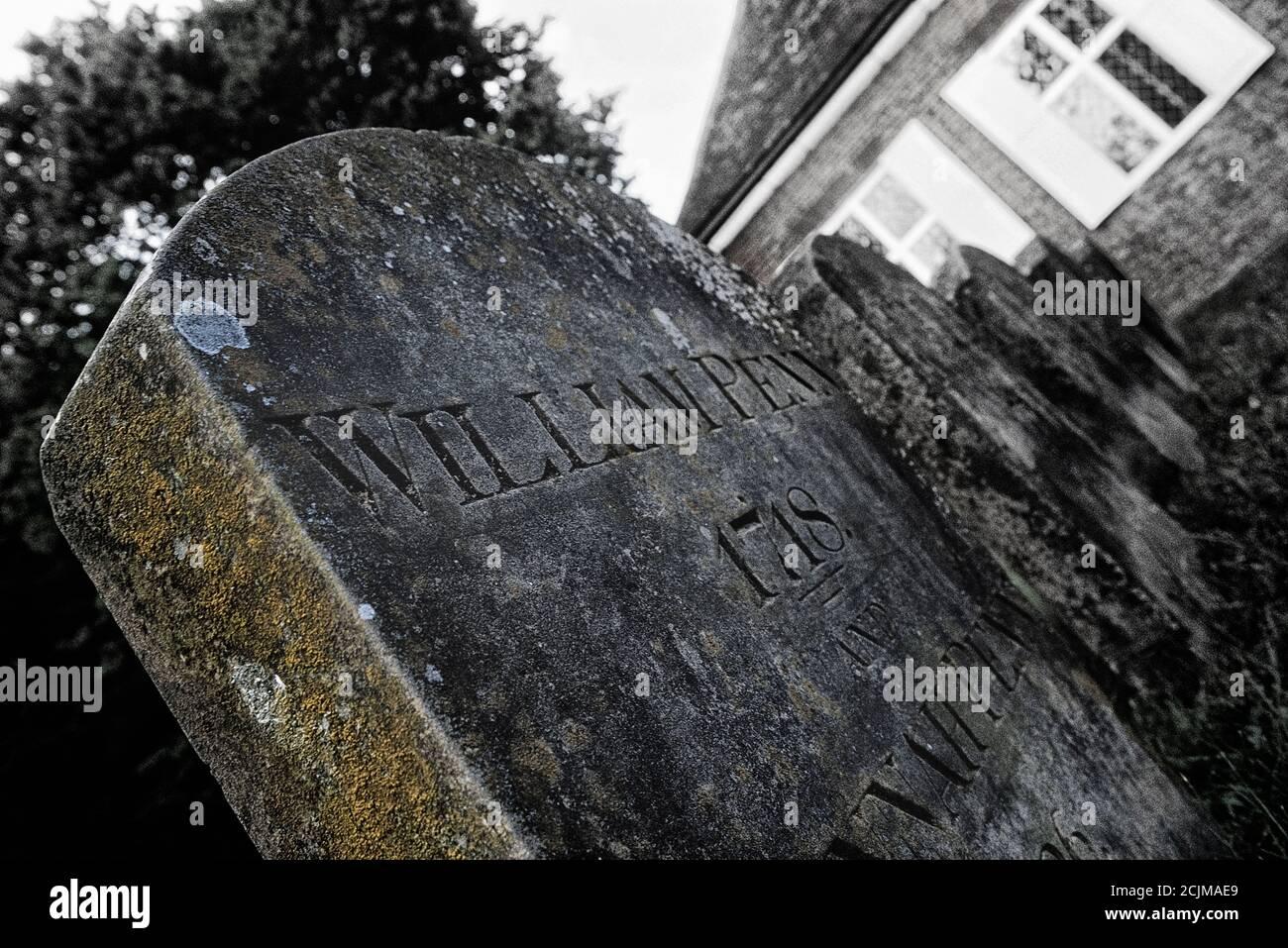William Penn Grabstein. Grab von William Penn, d. 1718 und seine Frau Hannah, d. 1726. Jordans Meeting House. Am besten bekannt für die Gründung der Pennsylvania Colonys. Seine Überreste liegen in einem bescheidenen Grab in der englischen Landschaft auf dem Old Jordans Cemetery in der Nähe der Quaker-Stadt Jordans in Buckinghamshire, England, Großbritannien. Stockfoto