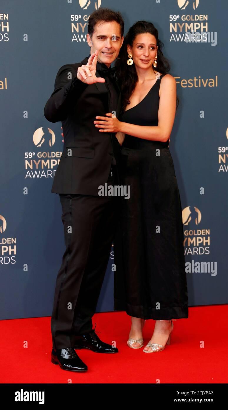 Schauspieler Pedro Alonso und sein Partner Tixie kommen zur Abschlussfeier  des 59. Monte-Carlo Television Festivals in Monaco, 18. Juni 2019.  REUTERS/Eric Gaillard Stockfotografie - Alamy