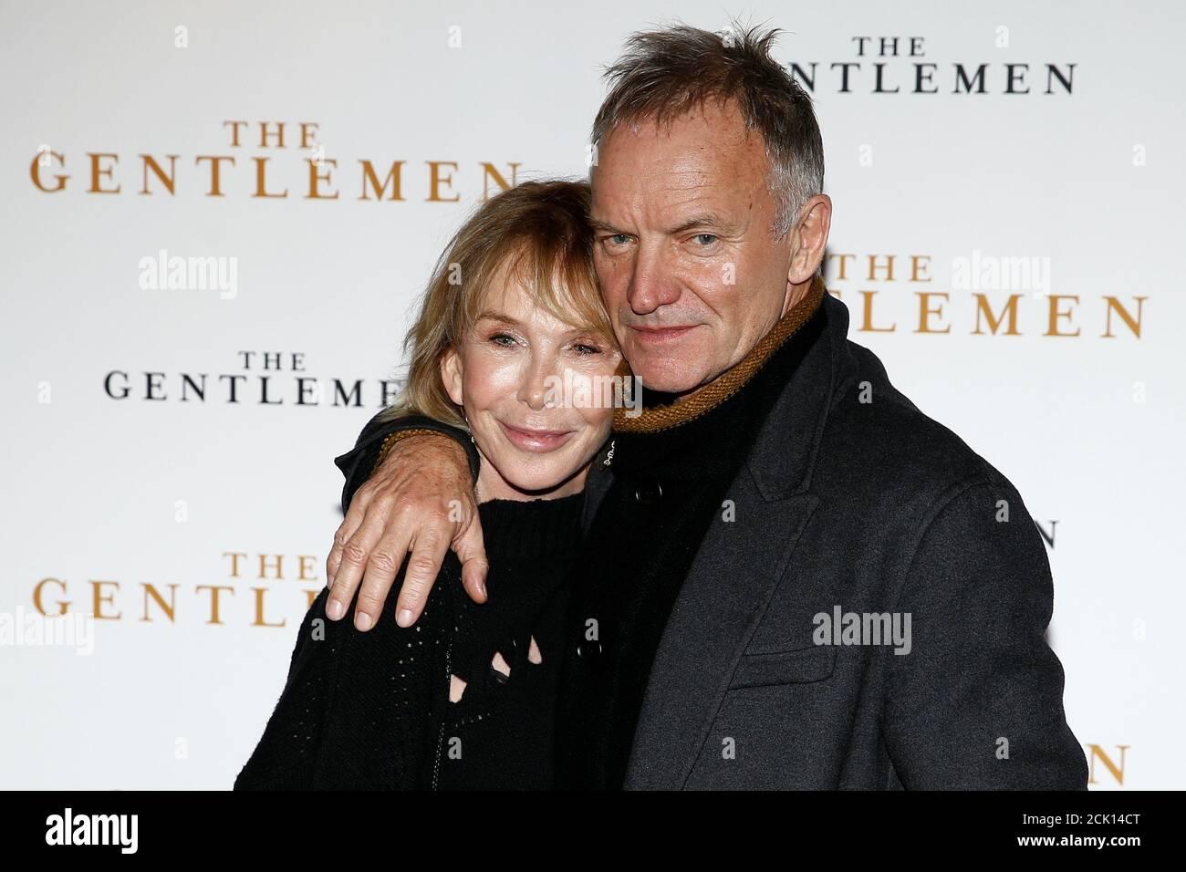 Sänger Sting und seine Frau Trudie Styler posieren, als sie am 3. Dezember 2019 zu einer Sondervorführung von 'The Gentlemen' in London, Großbritannien, eintreffen. REUTERS/Henry Nicholls Stockfoto