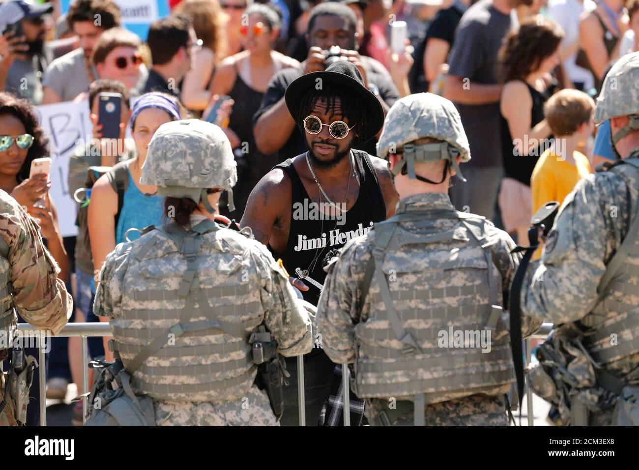 Demonstranten besuchen einen Marsch für die Polizei Aufnahmen von Keith Scott, in Charlotte, North Carolina, USA, 24. September 2016 zu protestieren. REUTERS/Jason Miczek TPX Bilder des Tages Stockfoto