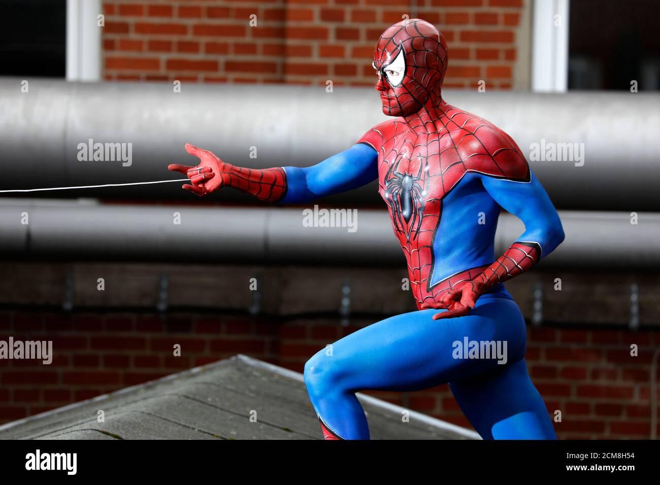 GEEK ART - Bodypainting und Transforming: Spider-man Fotoshooting mit Patrick Kiel am 15. September 2020 im Hefehof in Hameln - EIN Projekt des Fotografen Tschiponnique Skupin und des Bodypainters Enrico Lein Stockfoto