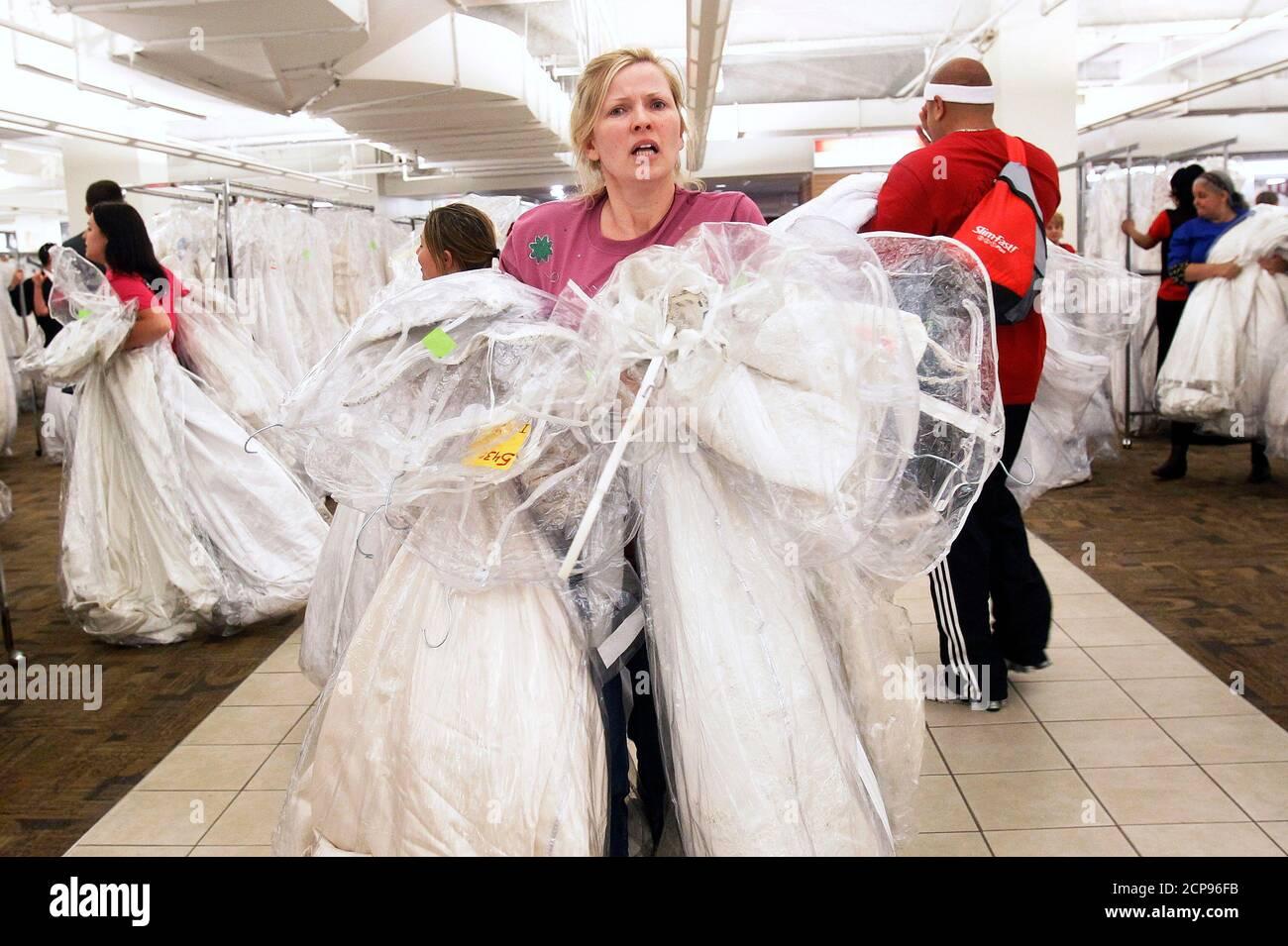 Brautmodengeschaft Stockfotos Und Bilder Kaufen Alamy