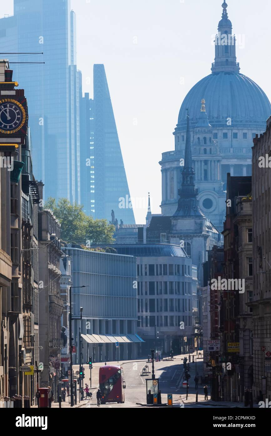England, London, City of London, Fleet Street, Ludgate Hill und St. Paul's Cathedral Stockfoto