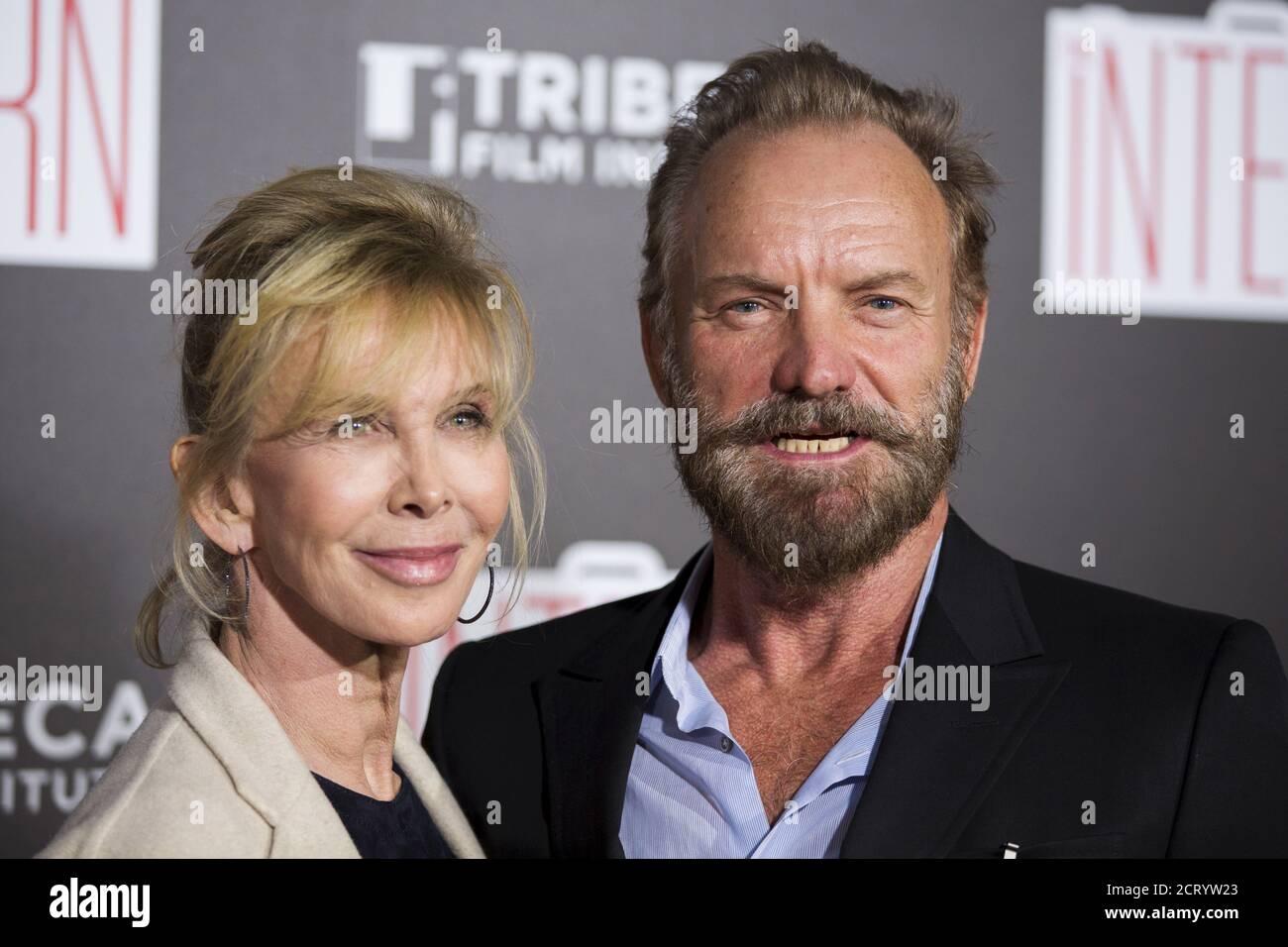 Sänger Sting und seine Frau Trudie Styler kommen zur Premiere von 'The Intern' am 21. September 2015 nach New York. REUTERS/Lucas Jackson Stockfoto
