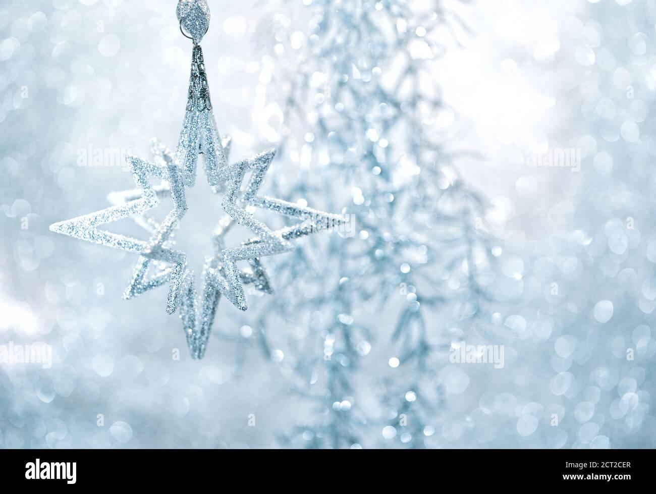 Weihnachtsdekoration Ornament auf verschwommenem Hintergrund Stockfoto