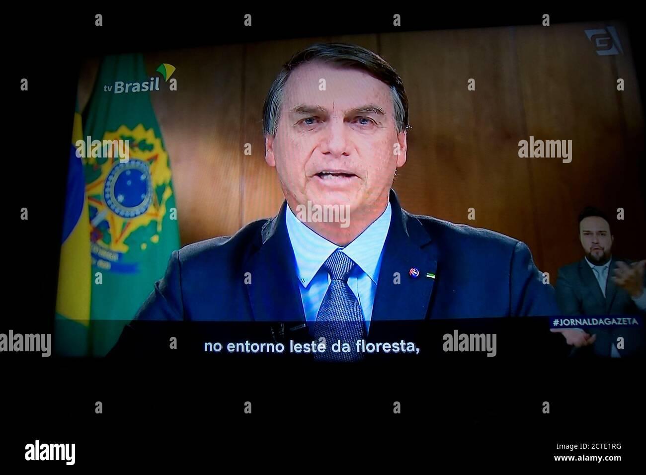 São Paulo (SP), 22/09/2020 -BOLSONARO NA ONU - Jair Bolsonaro, Brasiliens Präsident, spricht während der Generalversammlung der Vereinten Nationen auf einem Laptop-Computer in Hastings auf dem Hudson, New York, USA, am Dienstag, 22. September. 2020. Es gibt eine Desinformationskampagne über den Amazonaswald und den Pantanal, um Brasiliens Image als weltgrößter Nahrungsmittelproduzent zu schädigen, sagte Präsident Bolsonaro. (Foto: Szucinski/Alamy Live News) Stockfoto