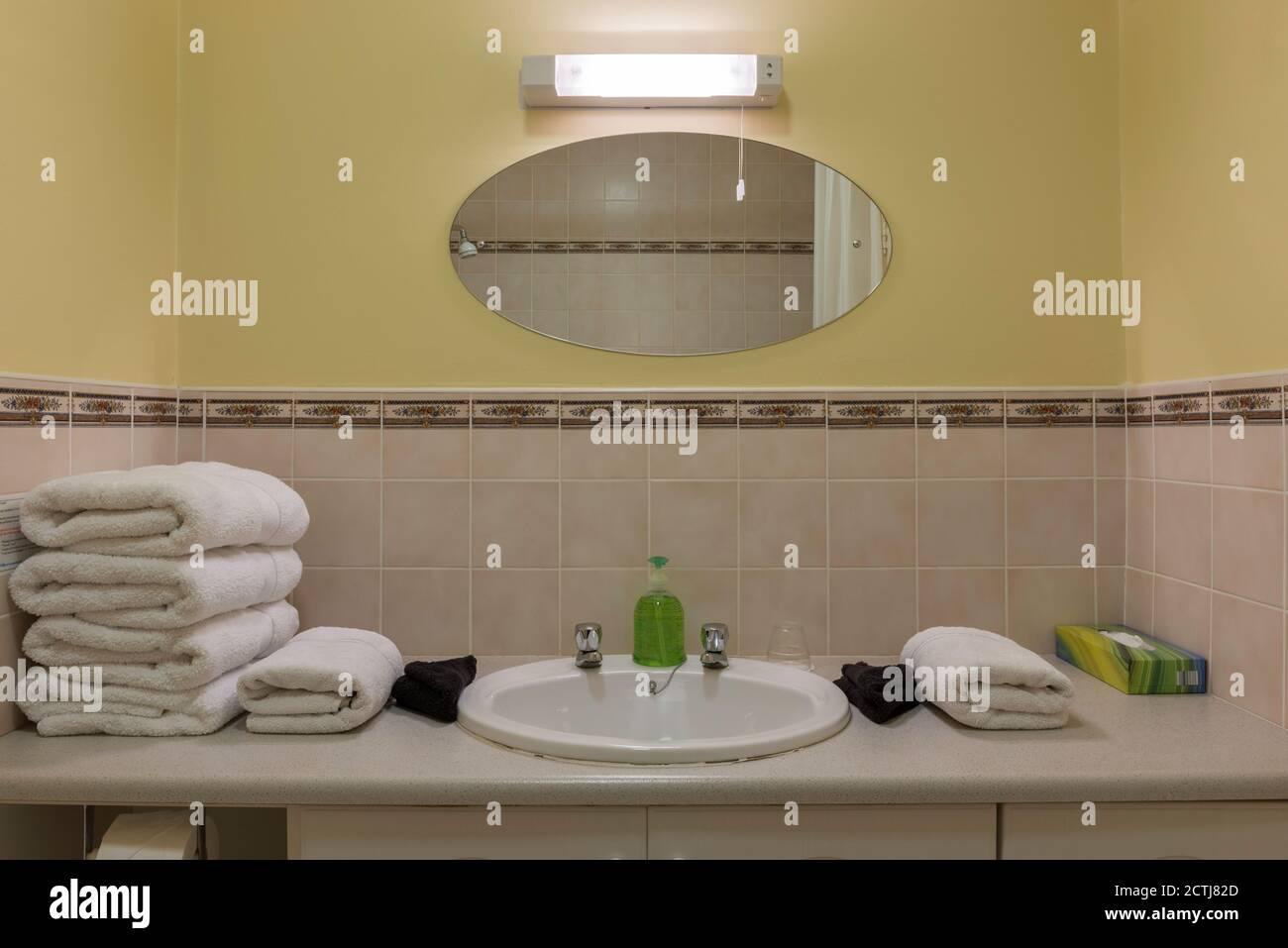 Typisches Badezimmer Stockfotos Und Bilder Kaufen Alamy