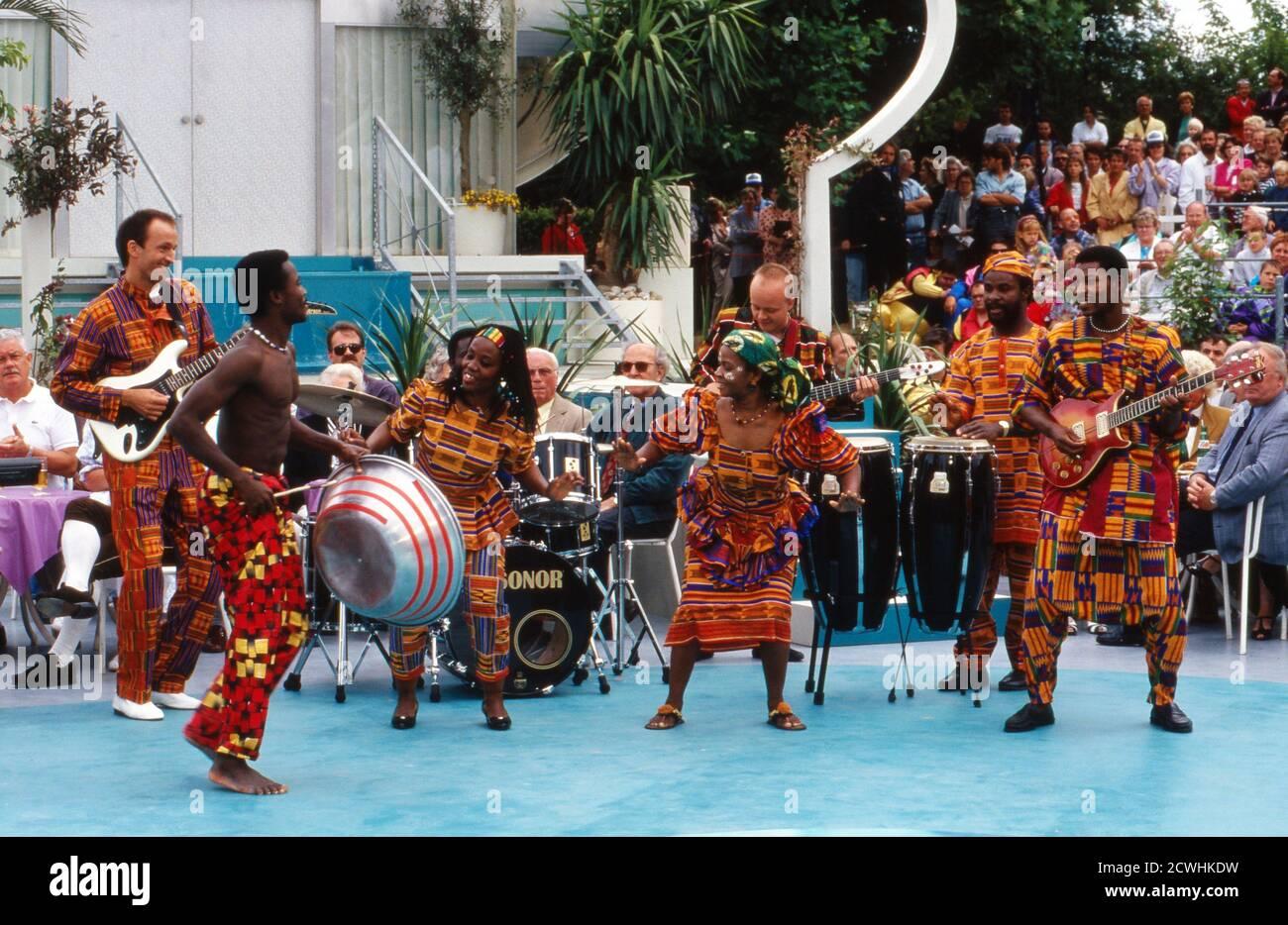 ZDF Fernsehgarten, Sonntag-Unterhaltungsshow, Sendung vom 3. Juli 1994, Gaststar: afrikanische Showband Stockfoto