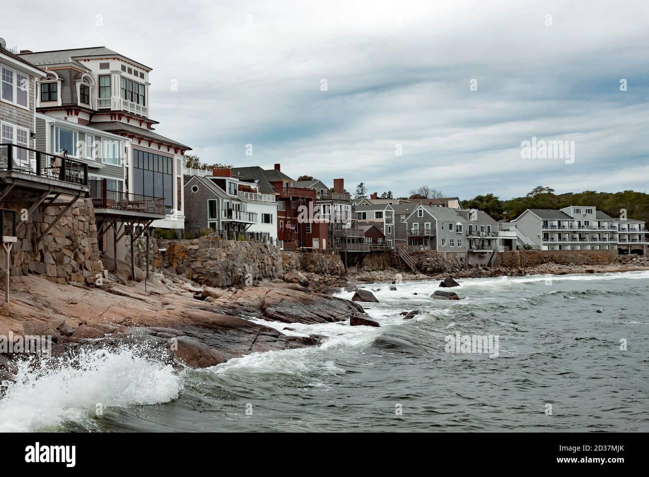 Front Beach Shoreline in Rockport, Massachusetts liegt auf der Halbinsel Cape Ann (Essex County). Sandy Bay öffnet sich zum Atlantischen Ozean. Stockfoto