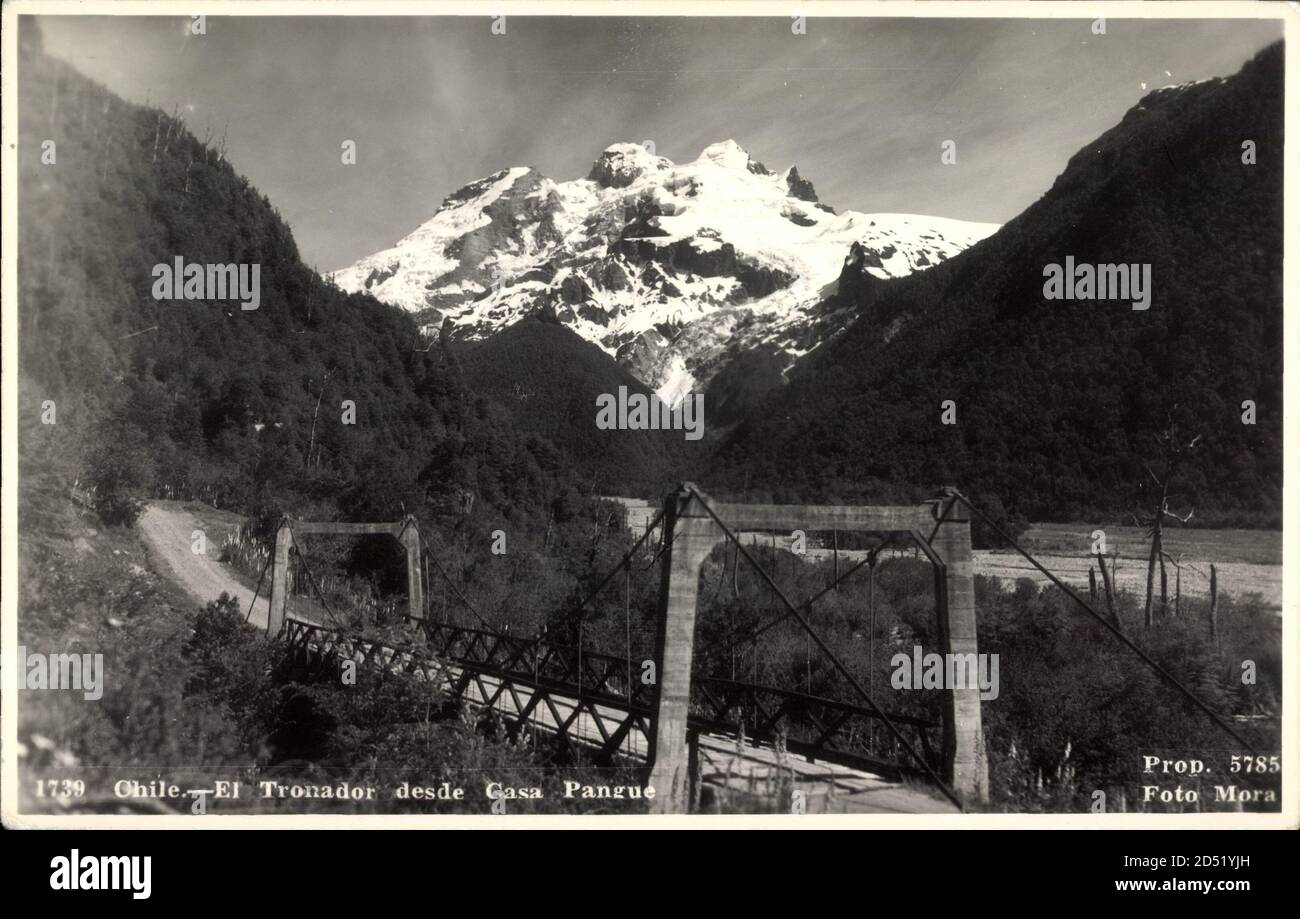 Pangue Chile, El Tronador desde Casa Pangue, Bahnbrücke, Gebirgsschnee - weltweite Nutzung Stockfoto
