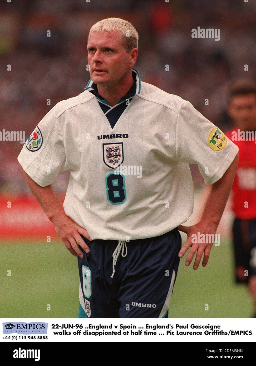 22-JUN-96 ..England / Spanien ... Englands Paul Gascoigne geht zur Halbzeit enttäuscht aus Stockfoto