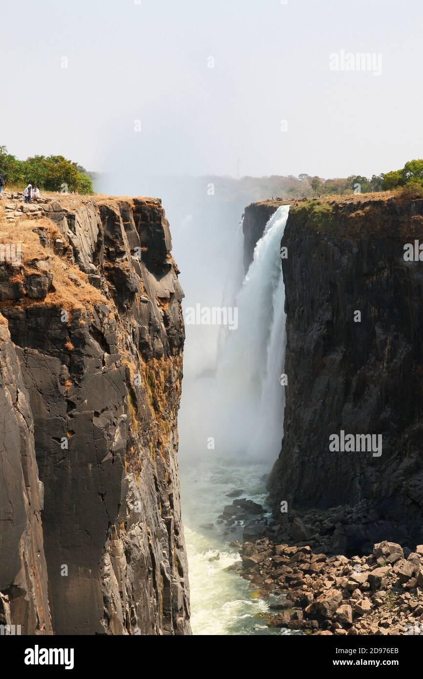 Basalt Canyon 100 m tief am Ausgang der Victoria Falls im August 2019, 1/4 bis 1/3 Wasser fehlt, Trockenzeit, Nord-Simbabwe Stockfoto