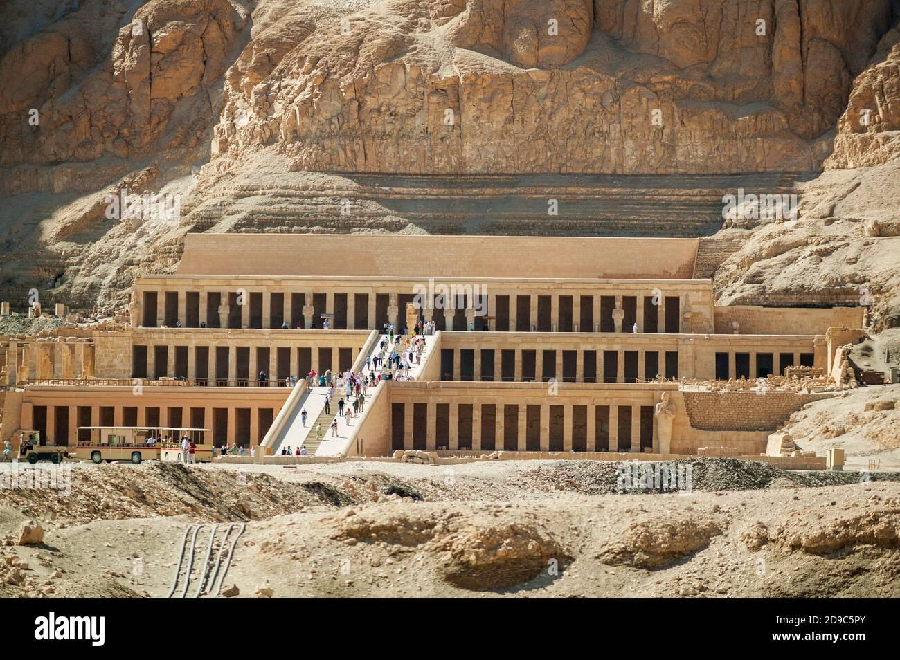 Totentempel der Königin Hatschepsut, Djeser-djeseru bei Deir el-Bahari, nahe Tal der Könige, Oberägypten, Ägypten Stockfoto