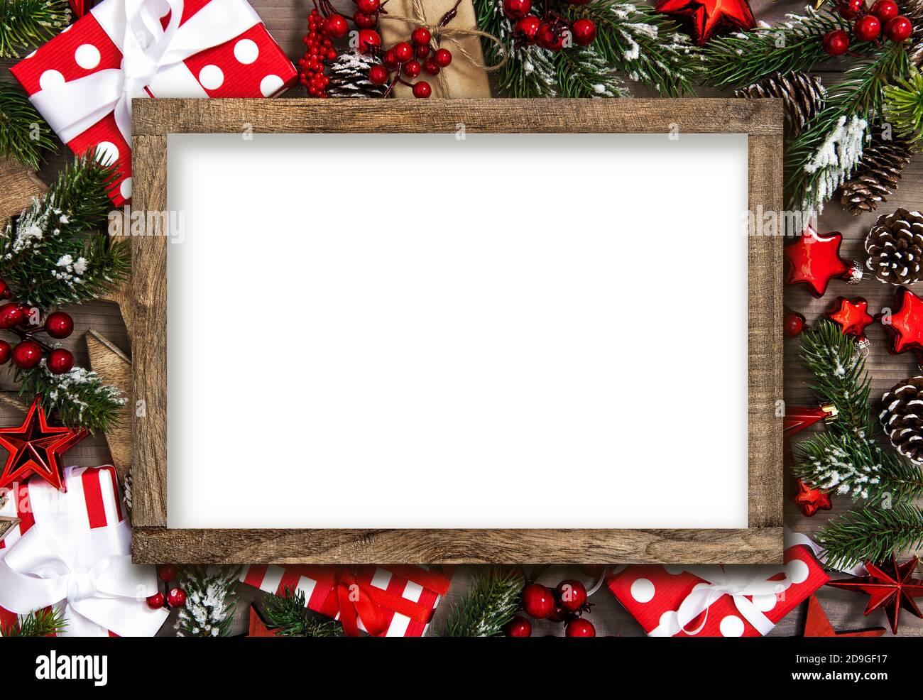Frame-Modell-Vorlage. Weihnachtsdekoration Geschenkbox rote Sterne und Ornamente Stockfoto