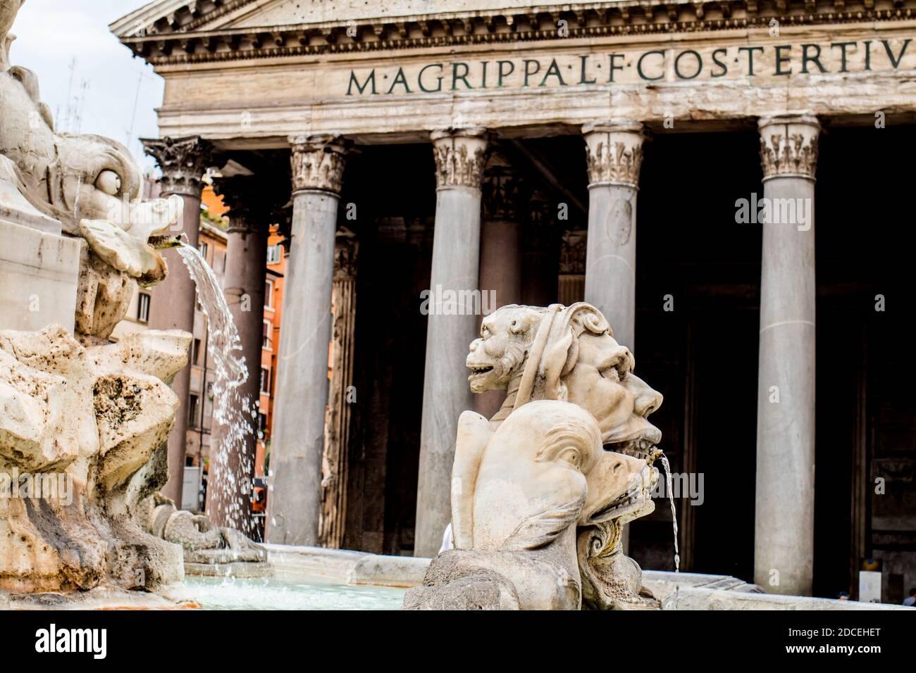 Ein Teil des Brunnens, der als Fontana del Pantheon bekannt ist Das Pantheon in Rom Italien Stockfoto