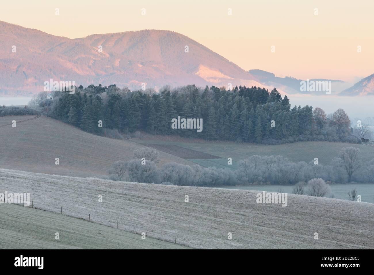 Ländliche Landschaft der Region Turiec und Mala Fatra Gebirge, Slowakei. Stockfoto