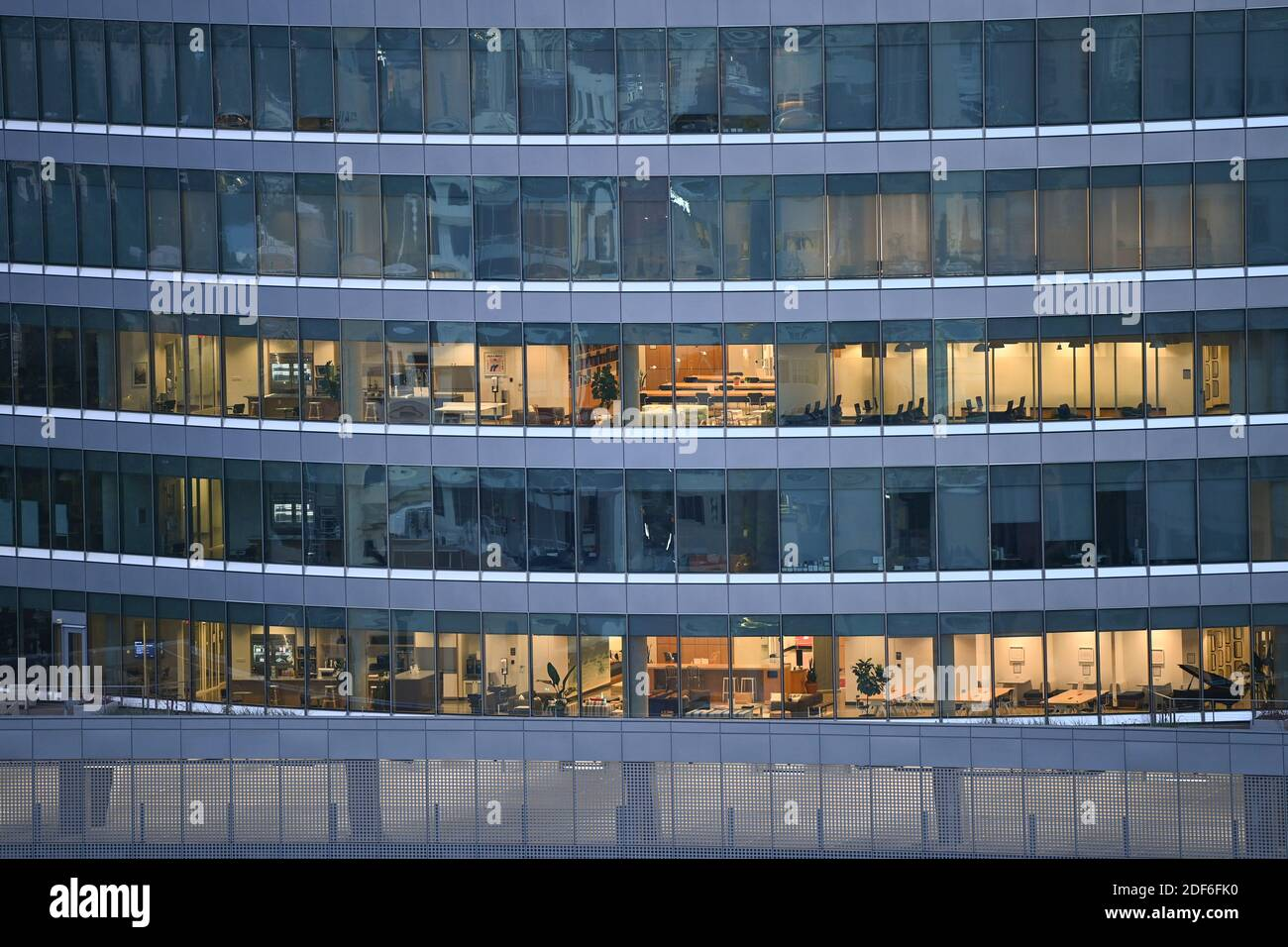 15. August 2020 Austin, Texas: Blick auf das SXSW Center während eines frühen Morgensonnenaufgangs, Blick nach Norden vom Westgate Building in der Innenstadt von Austin. © Bob Daemmrich Stockfoto