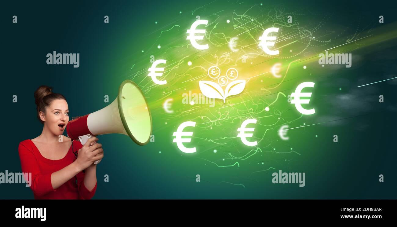 Junge Person schreit in Megaphon und Währung Blume Ikone, Wechselstube Konzept Stockfoto