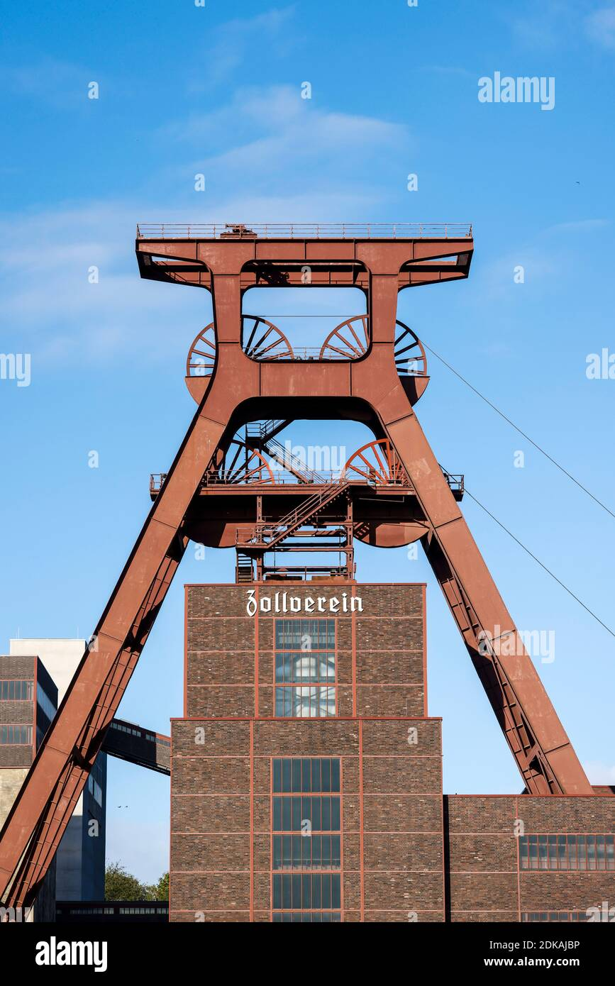Essen, Ruhrgebiet, Nordrhein-Westfalen, Deutschland - Zeche Zollverein, UNESCO Weltkulturerbe Zollverein, Förderturm. Stockfoto