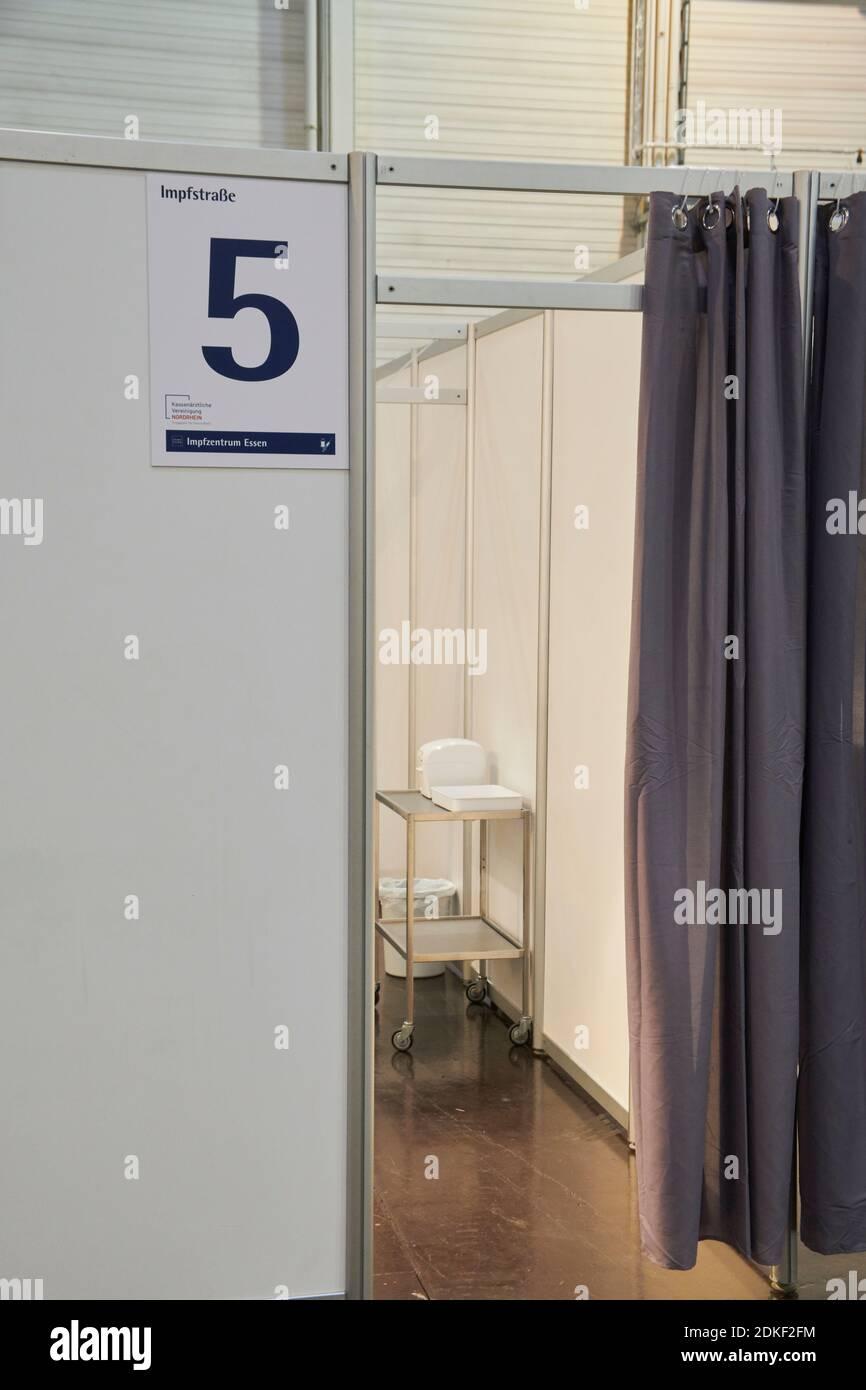 Covid19 Impfzentrum der Stadt Essen in einer Messehalle eingerichtet mit Beteiligung verschiedene Hilfsorganisationen Stockfoto
