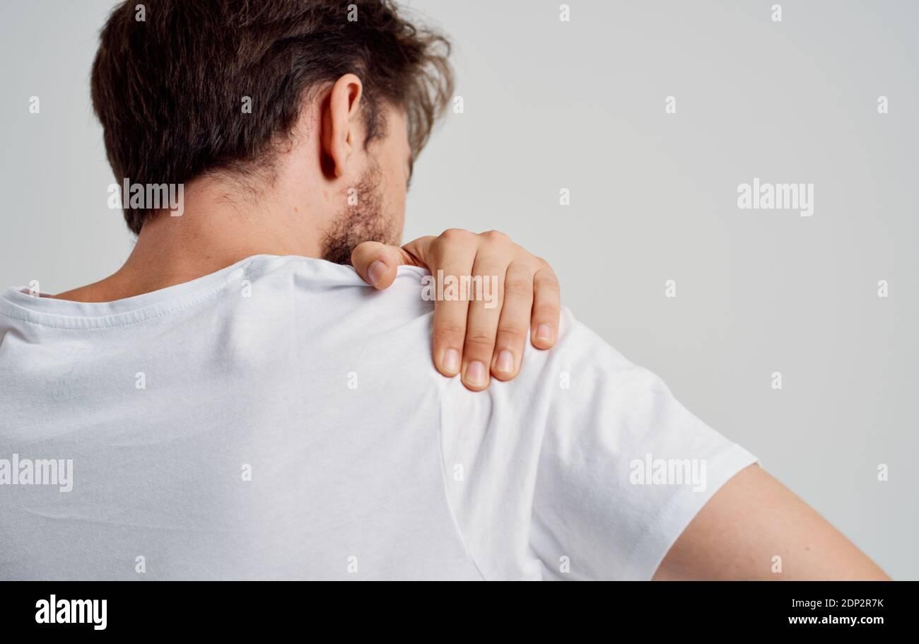 Berührt an der schulter mann frau Berührungen und