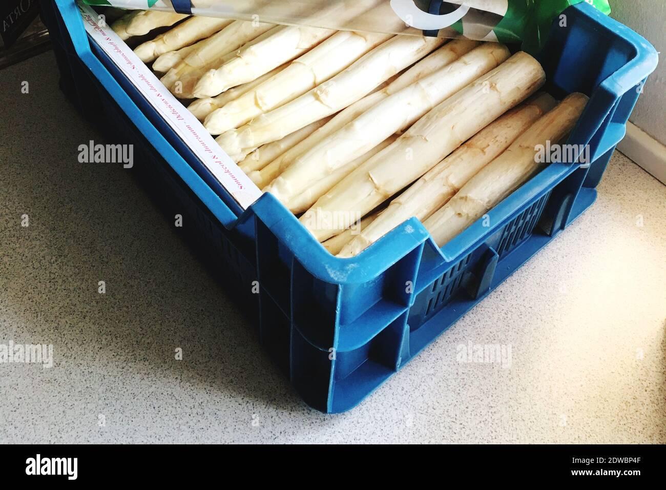 Hochwinkelansicht Von Gemüse In Crate Stockfoto