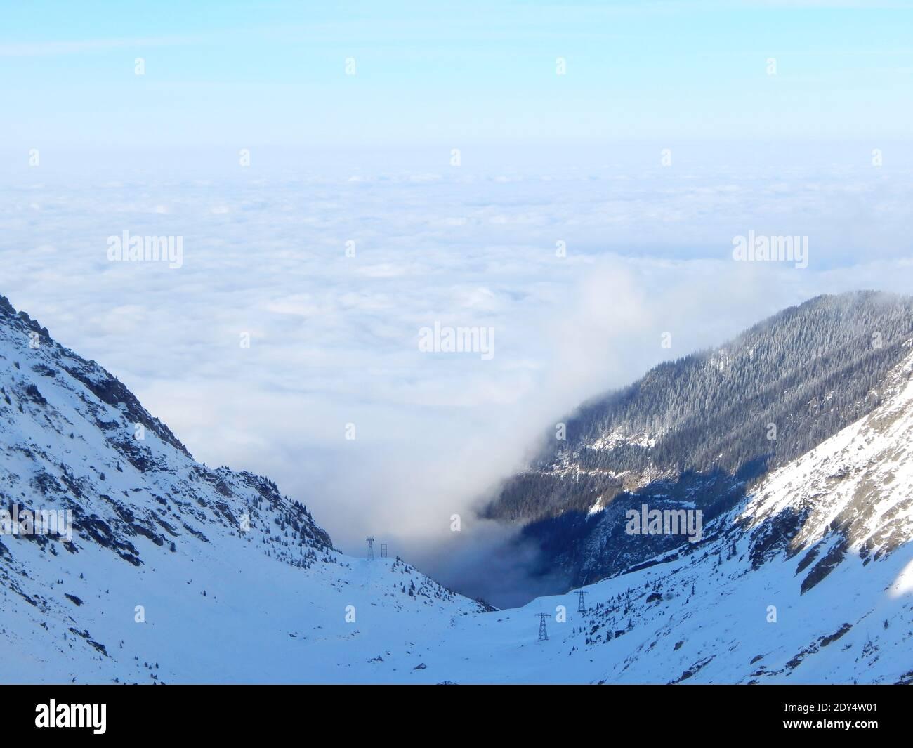 Malerische Aussicht auf schneebedeckte Berge gegen Himmel Stockfoto