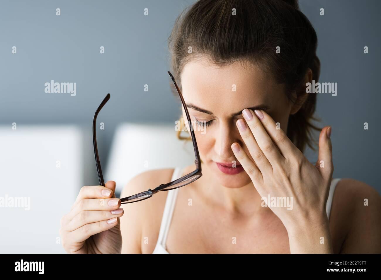 Müde Erschöpfte Augenschmerzen Und Ache Problem Stockfoto
