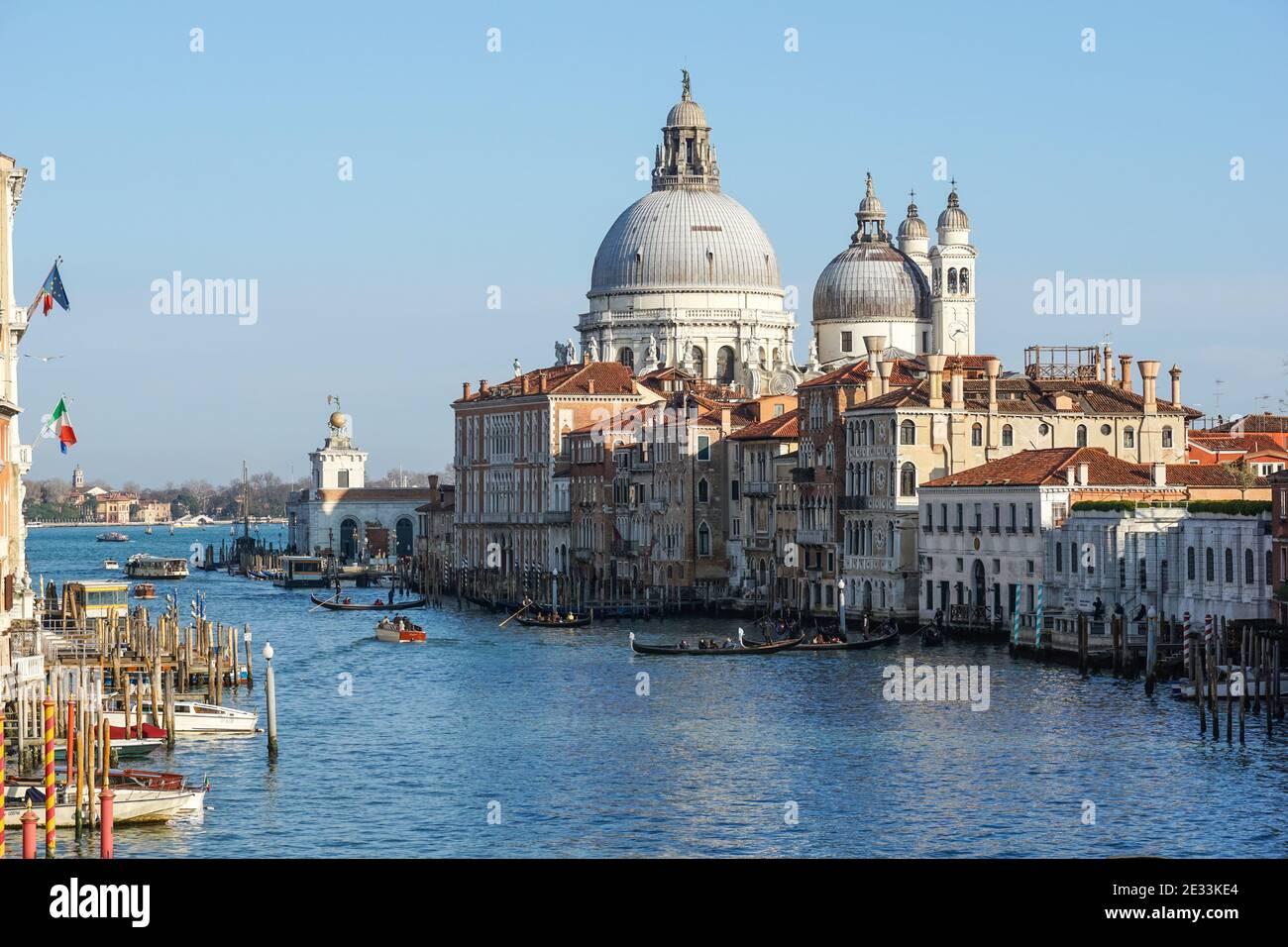 Der Canal Grande und die Basilika Santa Maria della Salute in Venedig, Italien Stockfoto