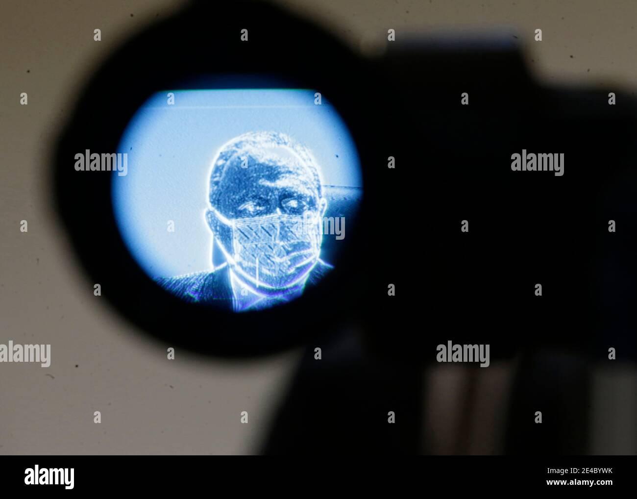 Rio de Janeiro , Brasilien, 22. Januar 2021 Covid- 19 Krise der brasilianische Gesundheitsminister Eduardo Pazuello wird auf einer Pressekonferenz mit einem Videokameras-Sucher gesehen Stockfoto